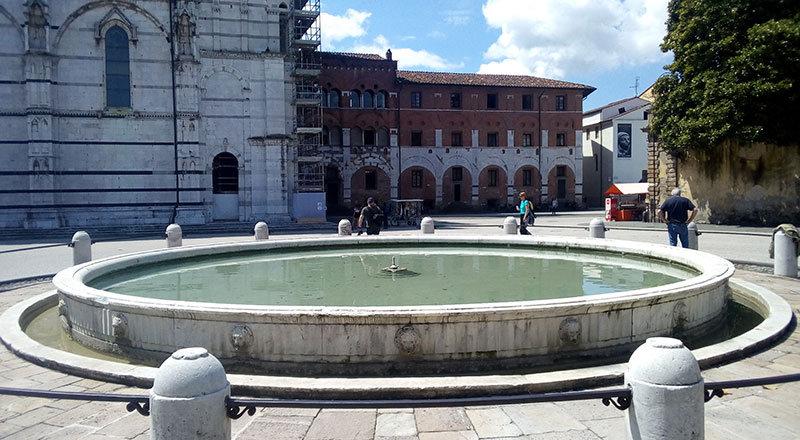 204-Lucca.jpg.3bf8984f5692d8156aa204ef42160afc.jpg