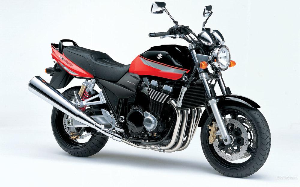 Suzuki_GSX_1400_2005_02_1920x1200.jpg