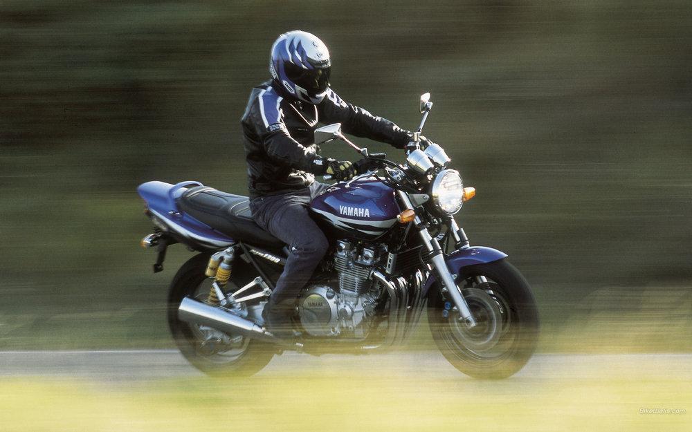 Yamaha__XJR1300_2002_04_1920x1200.jpg