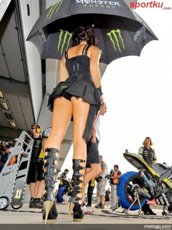 motogp-2010-jerman-germany-umbrella-girls-deutschland-paddock-gi-201007231030226327.jpg