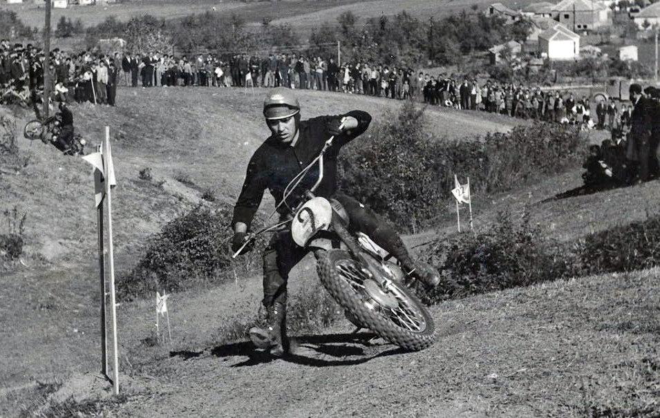 Tomo Ilić na stazi Spomen park 1962 ili 1963.jpg