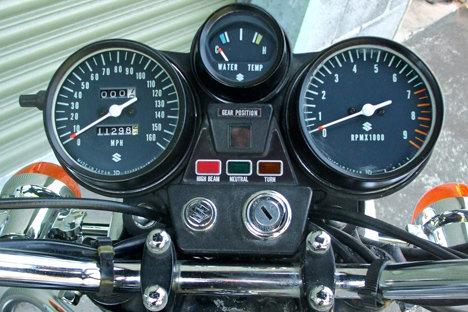 3165_suzuki_gt750m_gauges.jpg.2f0516b810969348f13771cf58f9a2eb.jpg