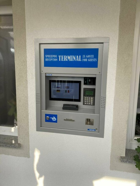 01-terminal.thumb.jpg.2d325ffaee5b3fa562f22ed8fde73f93.jpg